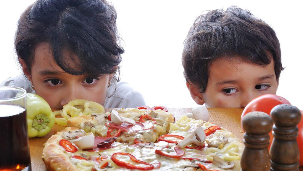 Ison-Britannian mainontaa valvova elin ASA selvitti kuinka paljon lapset altistuvat epäterveellisen ruoan mainonnalle verkossa.