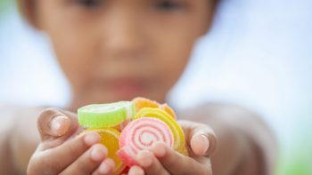Lapsille suunnattujen haitallisten elintarvikkeiden mainonta vähentynyt